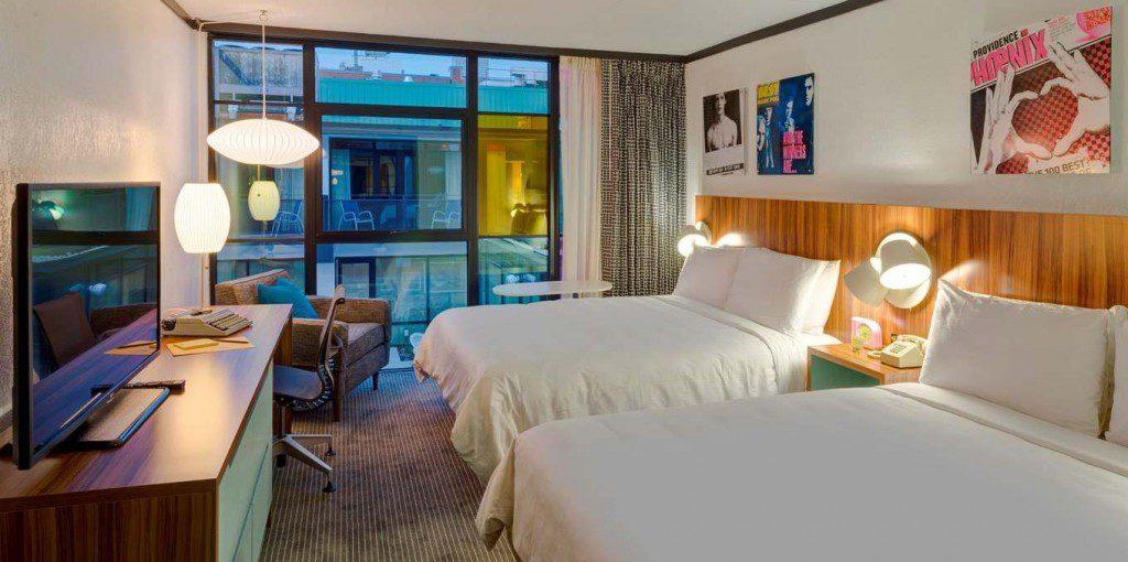 guestroom-queen-poolview.jpg.1360x678_default