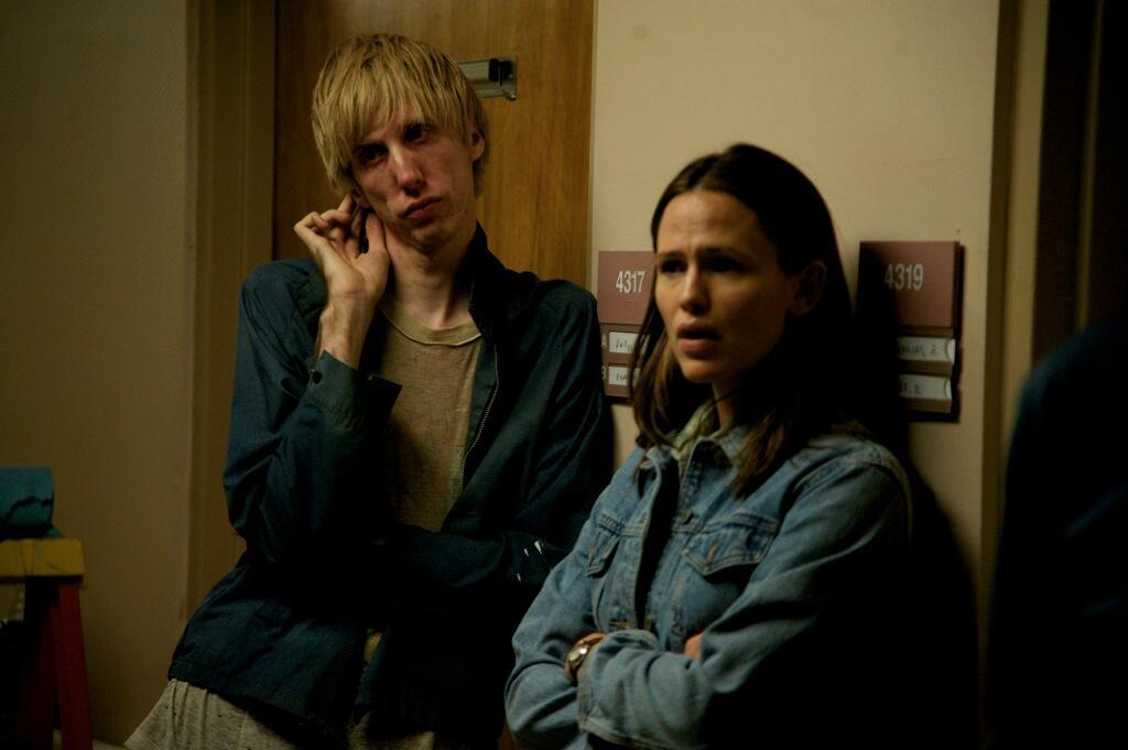 電影《藥命俱樂部》主唱Bradford Cox與最佳男配角傑瑞德勒托飾演同志戀人。圖為Bradford Cox與珍妮佛嘉納_取自網路