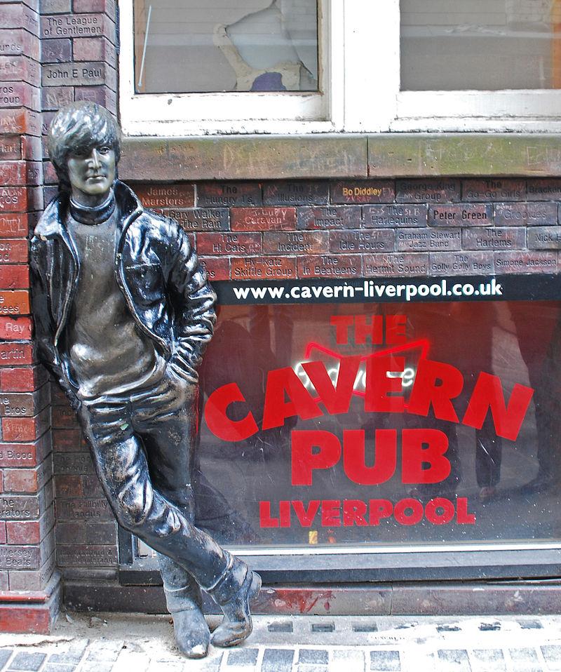 800px-Lennon_Statue,_Liverpool