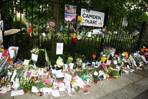 Tributes+Left+Amy+Winehouse+Home+Camden+Square+e2VkLKDjtogl