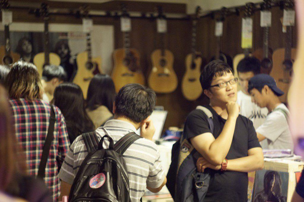講座結束後,聽眾聚集參觀CLUB27展覽