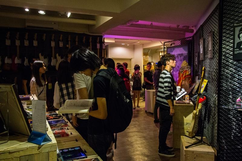 講座結束後,聽眾聚集參觀CLUB27展覽 (2)