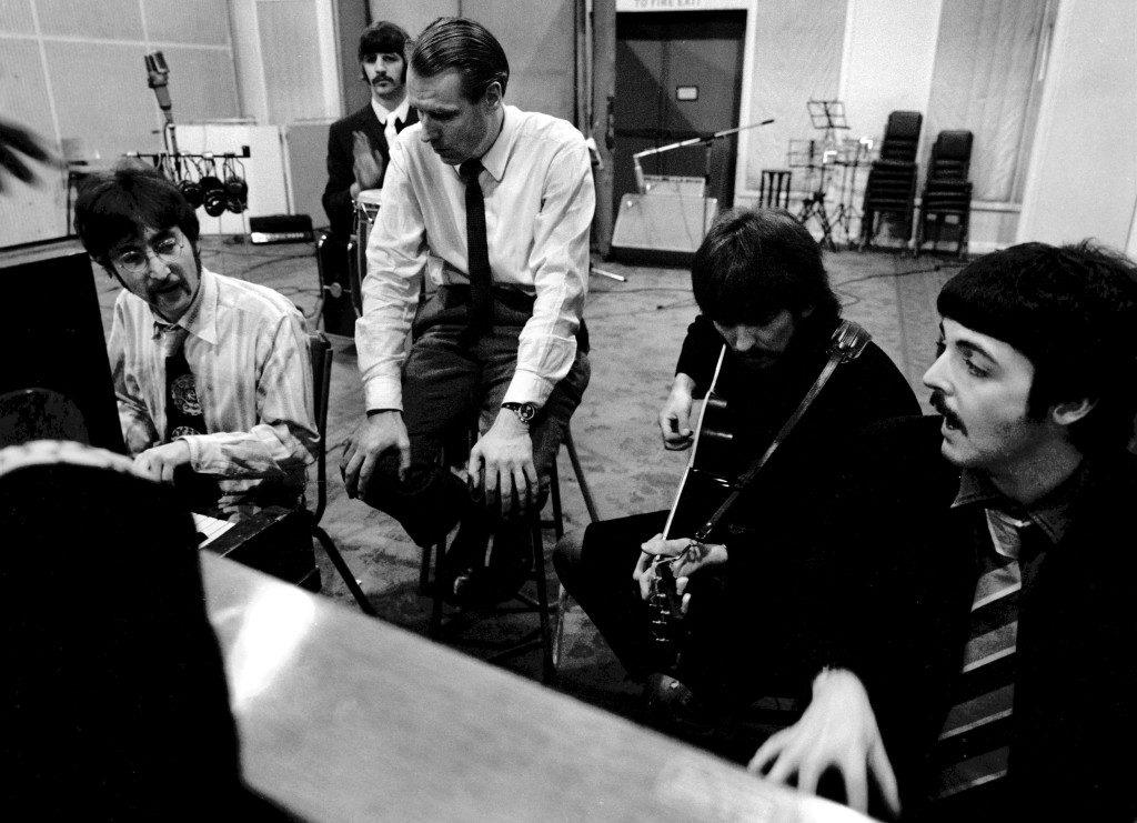 The Beatles與製作人 George Martin 討論錄音