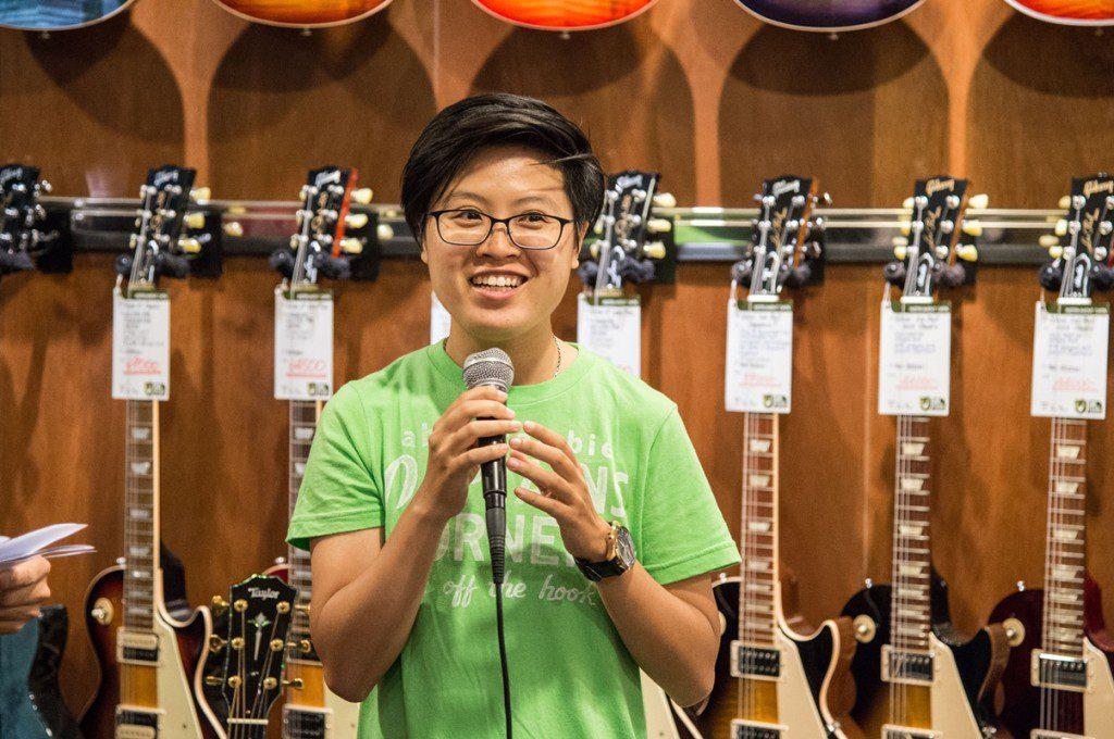 illy行銷副理BROOK分享咖啡與音樂的關係,同場介紹小野洋子聯名款咖啡杯