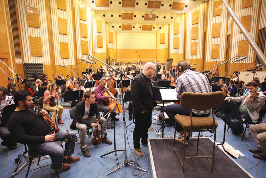 Jóhann Jóhannsson (黑衣站立者) Photo by :Deadline
