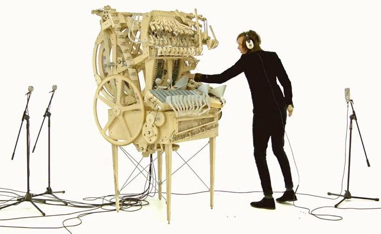 img-wintergatan-marble-machine-music-instrument-using-2000-marb-928