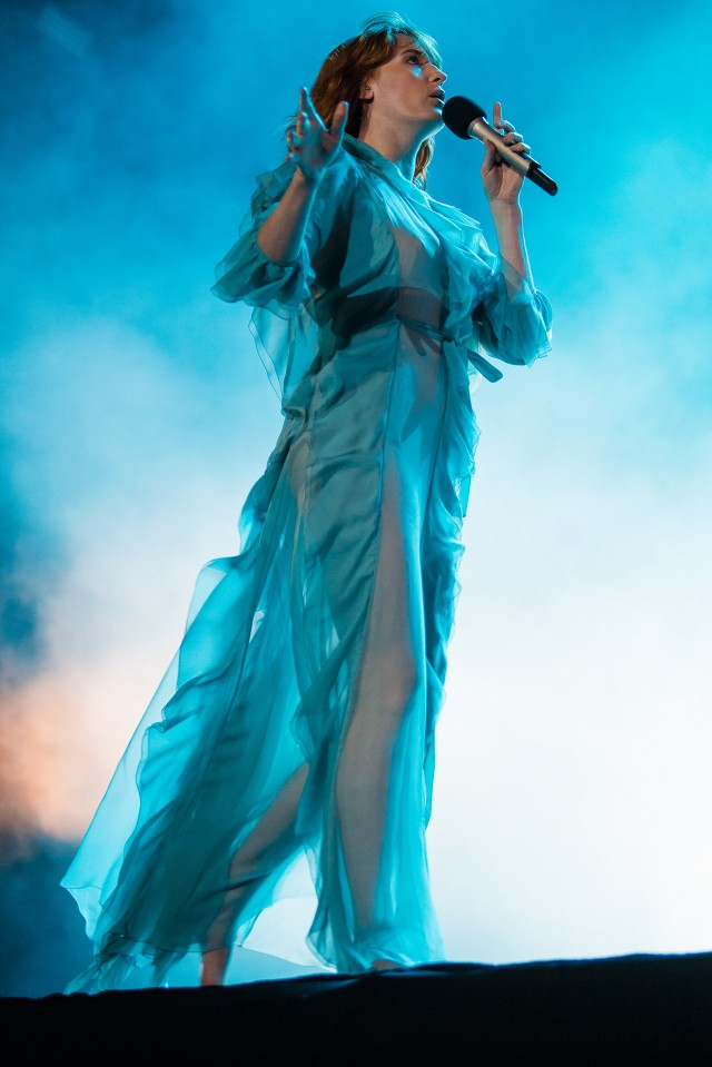 see-the-magical-gucci-dresses-florence-welch-is-wearing-on-tour-1733457-1460676310.640x0c