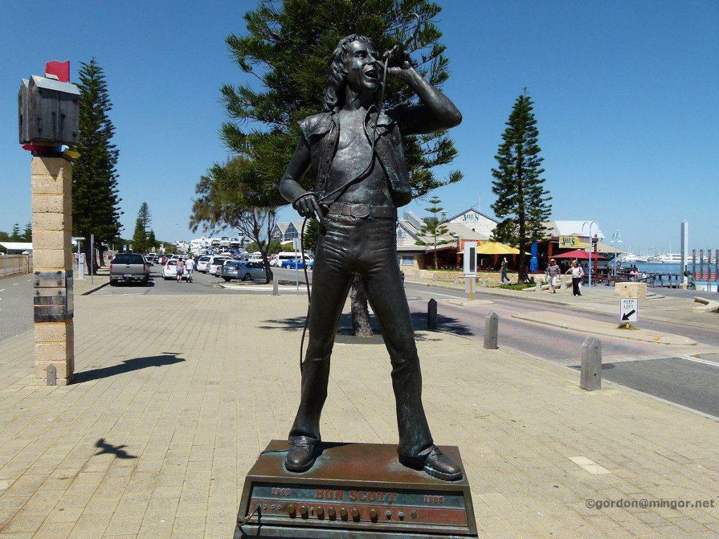 fremantleW-bon-scott-statue-2010