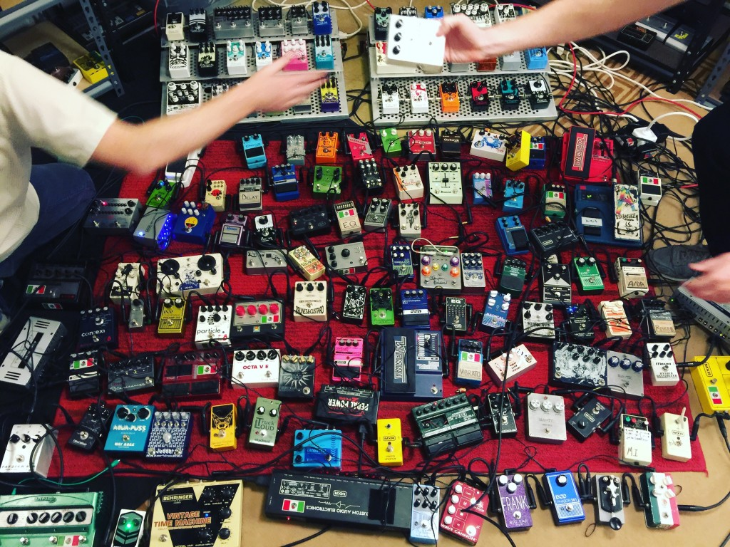 全部串起來! Photo: Pedals and Effects