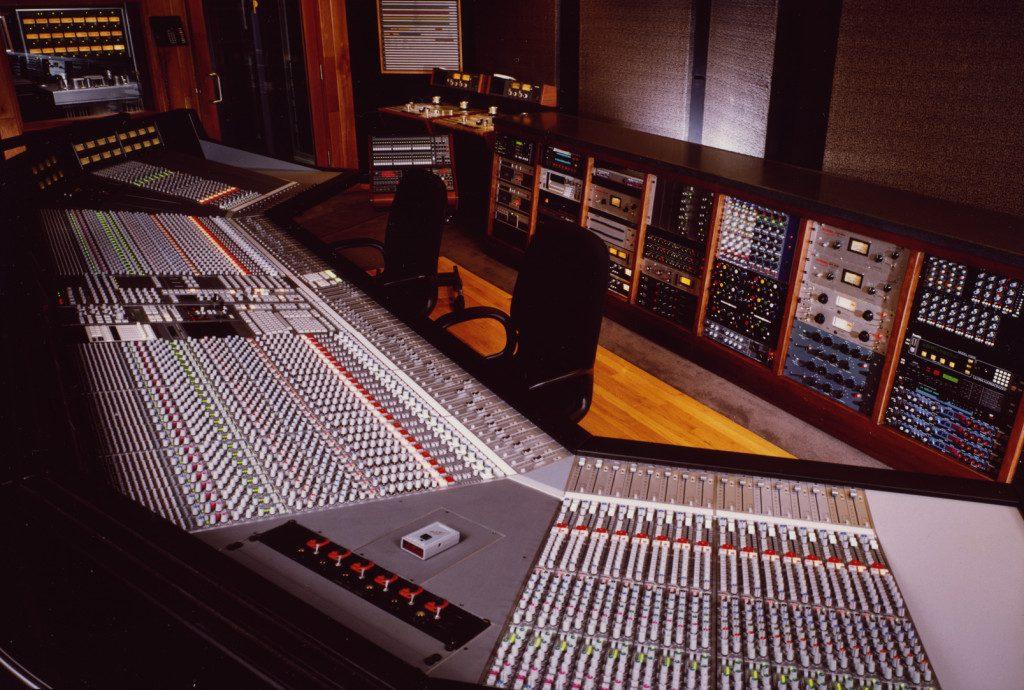 Studio A 跟驚人的 SSL 8088 G+ console Photo: SSL