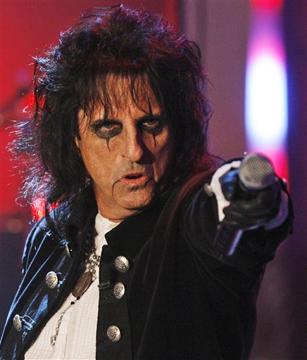"US singer Alice Cooper performs in a tv studio in Huerth, western Germany, near Cologne, on Tuesday, April 29, 2008, during the recording of the 50th ""Chart Show - the best rock classics"". (AP Photo/Hermann J. Knippertz)"