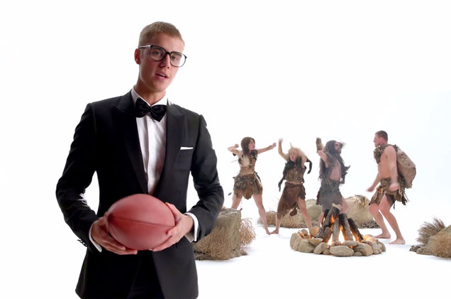 02-Justin-bieber-T-Mobile-ad-2017-a-billboard-1548