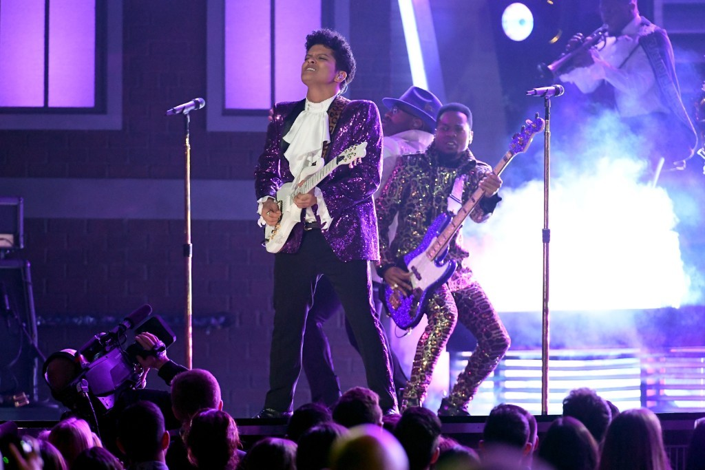 bruno-mars-prince-tribute-grammy-video-1486962497-1024x683