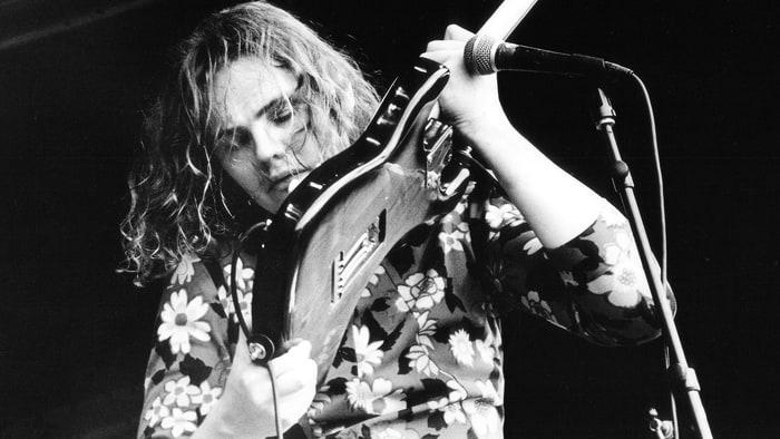 billy-corgan-1992-guitar-sells-equipment-20e93259-0df3-435a-9a50-63ba117d5fd6