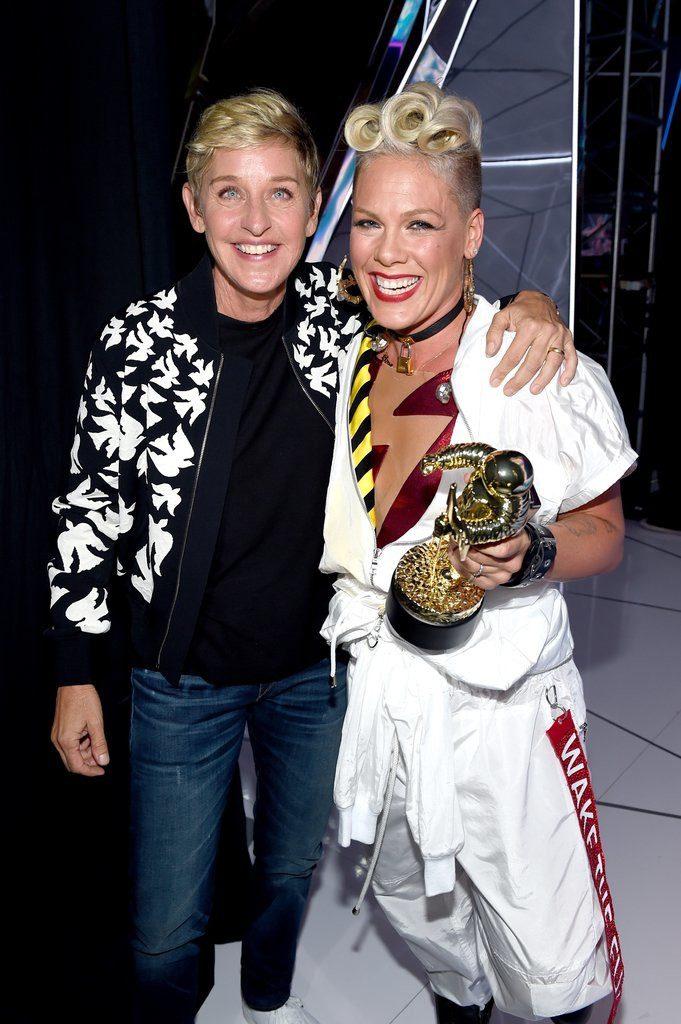 Ellen-DeGeneres-Pink