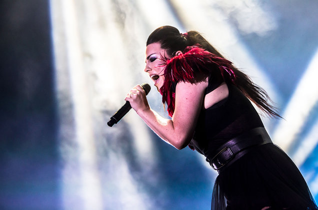 Evanescence-live-2017-billboard-1548