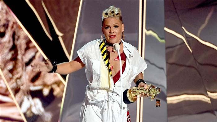 pink-vma-today-170827-tease2_8c666967d143ba2502158db1d587a0c0.today-inline-large